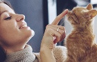 Žena a mačka