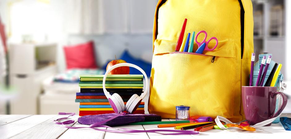 a2361bcf53 Čo vybrať  Aktovku alebo batoh  Dostatočne kvalitná taška na prenášanie  všetkých školských potrieb ...