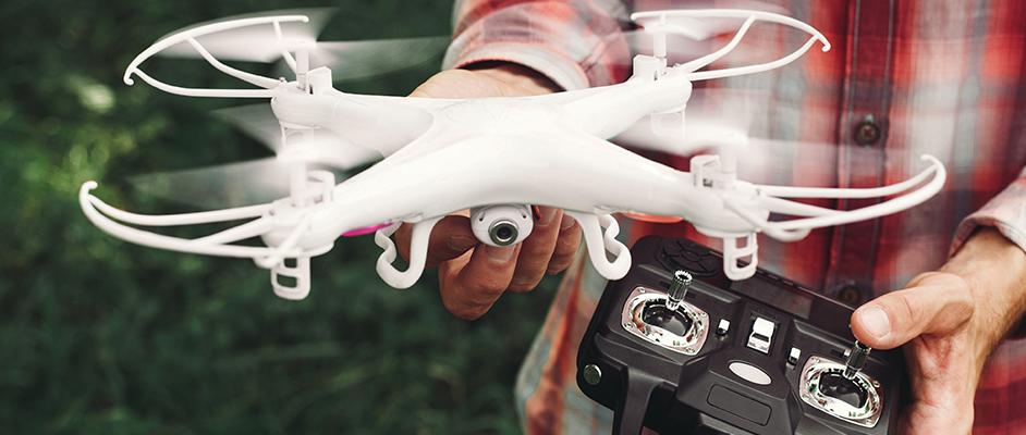e99262973 Ak sa však s dronom vydáte do extrémnejších podmienok, je potrebné vyberať  odolnejšie modely. A nezabúdajte tiež na výkonnejší akumulátor – dron s  lepšou ...