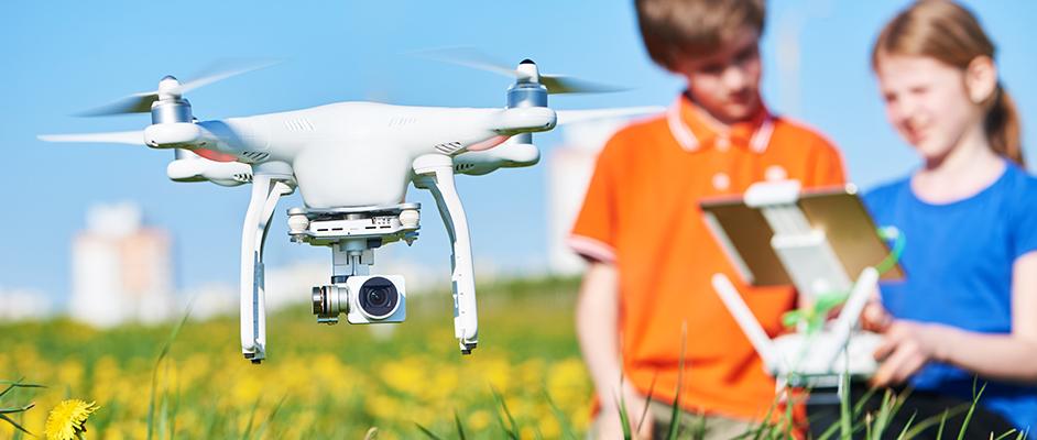 bda70c80c Výbava nie je tak dôležitá ako v predchádzajúcom prípade, však dron musí  byť schopný sa spárovať s vaším šikovným zariadením (telefónom, tabletom a  pod.